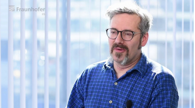 Arbeiten am Fraunhofer IIS - Dr. Theobald Fuchs
