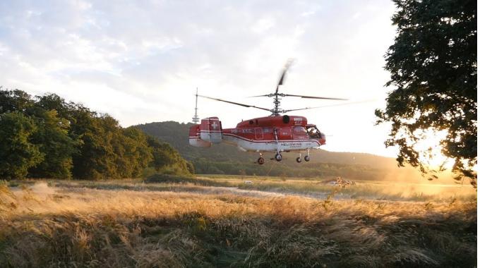 Spektakulärer Antennentausch mit Schwerlasthelikopter