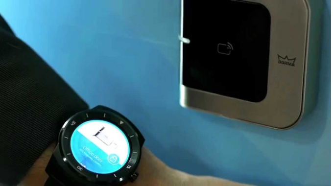 Smartwatch accesses Bluetooth Smart reader - MWC 2015
