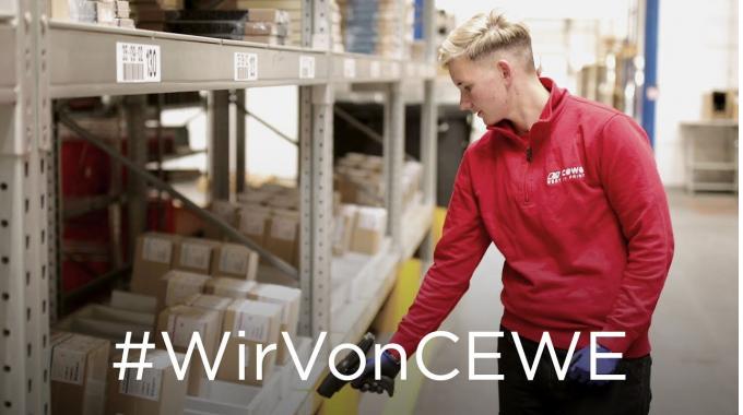 #WirVonCEWE – Lageristin Lena erzählt von ihrem Arbeitsalltag