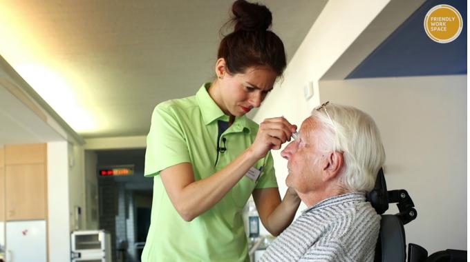 Pflegezentren der Stadt Zürich mit Label Friendly Work Space ausgezeichnet