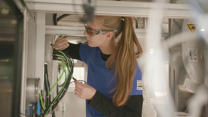 Zentrale Technik: Elektroniker & Industriemechaniker