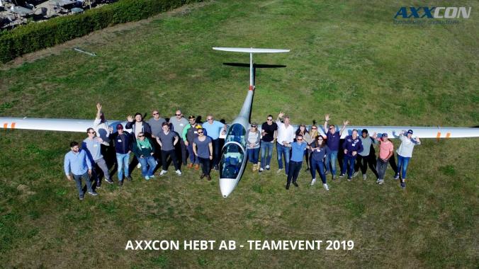 AXXCON hebt ab!