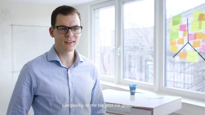 Kopf und Herz-Portrait für mobile Zukunft - Teamleiter Softwareentwicklung Felix