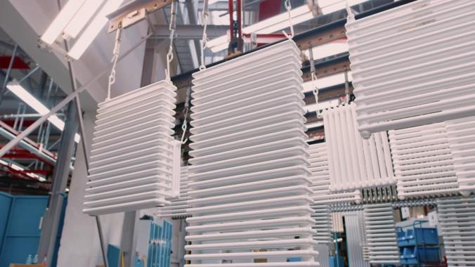 Vertikale Systemlacke: Beschichtung von Heizkörpern | FreiLacke | Pulverlack | ATL