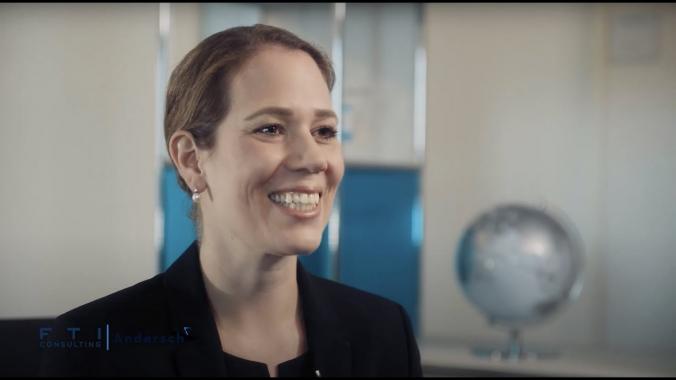Friederike erzählt über Ihren Karriereweg als Restrukturierungsberaterin bei FTI-...
